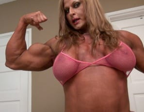 female bodybuilder Nuriye