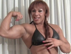 In your virtual session in the bedroom, tattooed female bodybuilder Rita poses naked for you in high heels and rubs oil all over the big, strong muscles of her pecs. biceps, legs, glutes and abs. Do you like to play? she asks. Well, do you?