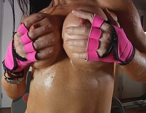Fitness star Samantha Kelly gets turned on by training