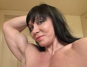 Female bodybuilder Ripped Princess is posing for you