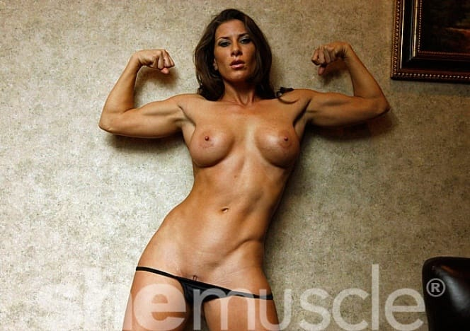 Ariel strips in the bedroom, showing off her muscular pecs, big biceps ...: nudewomenbodybuilders.biz/?p=225